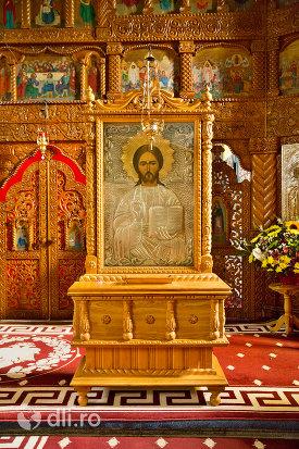 icoana-si-iconostas-din-manastirea-sfintii-apostoli-petru-si-pavel-din-bixad-judetul-satu-mare.jpg