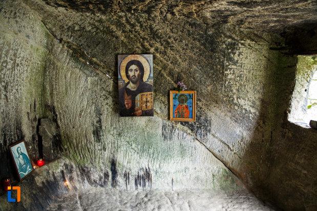 icoane-aflate-la-manastirea-turnu-din-pausa-judetul-valcea.jpg