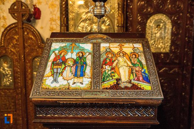 icoane-din-manastirea-clocociov-din-slatina-judetul-olt.jpg