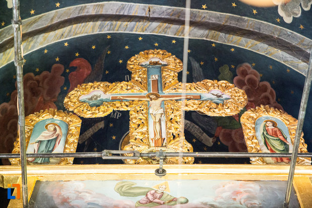 icoane-si-cruce-din-manastirea-streharet-din-slatina-judetul-olt.jpg