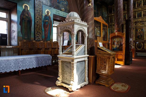 iconostas-de-la-biserica-sf-gheorghe-din-tulcea-judetul-tulcea.jpg