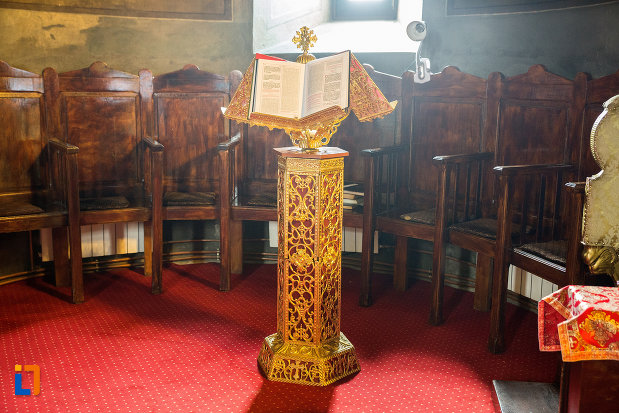 iconostas-de-la-biserica-sf-voievozi-din-targu-jiu-judetul-gorj.jpg