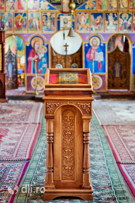 iconostas-de-la-manastirea-portarita-din-prilog-judetul-satu-mare.jpg