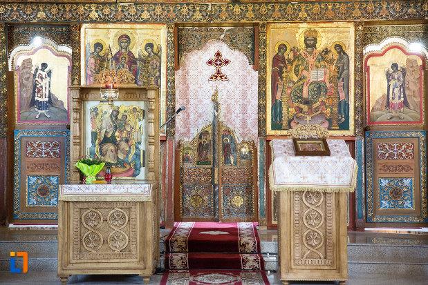 iconostas-de-la-manastirea-stelea-din-targoviste-judetul-dambovita.jpg