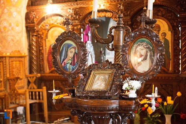 iconostas-din-biserica-maieri-sf-treime-din-alba-iulia-judetul-alba.jpg
