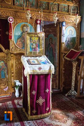 iconostas-din-biserica-taierea-capului-sf-ioan-botezatorul-din-targoviste-judetul-dambovita.jpg