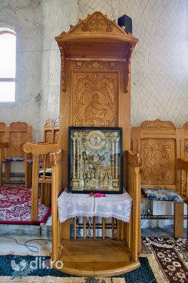 iconostas-din-manastirea-sfanta-treime-din-moiseni-judetul-satu-mare.jpg