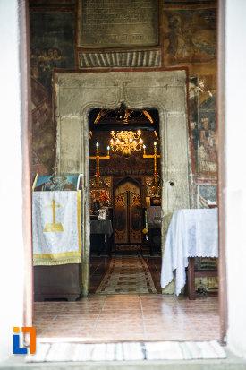 iconostas-si-masa-din-biserica-sf-nicolae-din-breaza-judetul-prahova.jpg