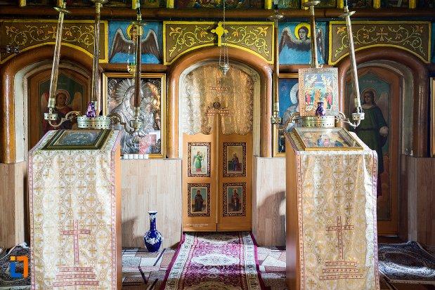 iconostasuri-din-biserica-cuvioasa-parascheva-din-racari-judetul-dambovita.jpg