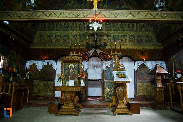 iconostasuri-din-biserica-de-lemn-sf-pantelimon-din-baile-olanesti-judetul-valcea.jpg