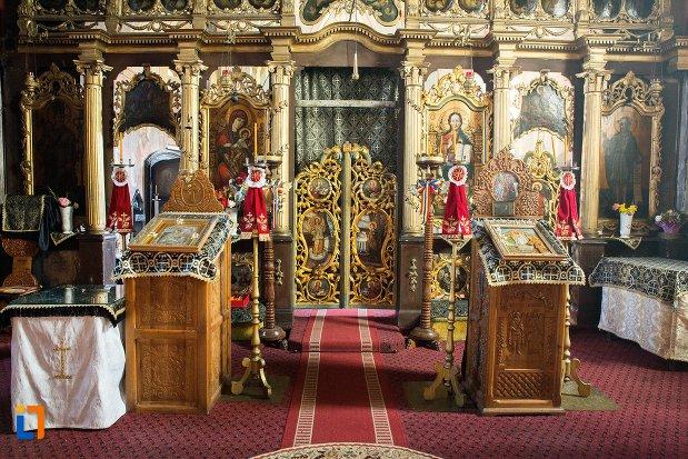 iconostasuri-din-biserica-greaca-bunavestire-din-alba-iulia-judetul-alba.jpg