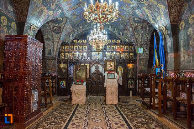 iconostasuri-din-biserica-nasterea-maicii-domnului-din-zarnesti-judetul-brasov.jpg