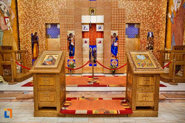 iconostasuri-din-biserica-orthodox-schimbarea-la-fata-din-cluj-napoca-judetul-cluj.jpg