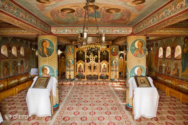 iconostasuri-din-manastirea-barsana-judetul-maramures.jpg