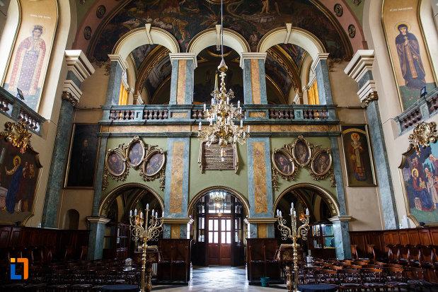 iesirea-din-biserica-ortodoxa-adormirea-maicii-domnului-din-lugoj-judetul-timis.jpg