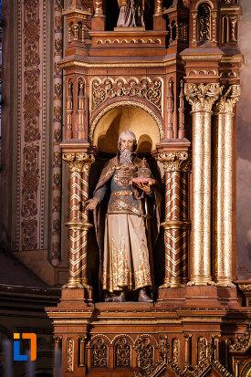 imaginbe-cu-statuie-din-catedrala-romano-catolica-millenium-din-timisoara-judetul-timis.jpg