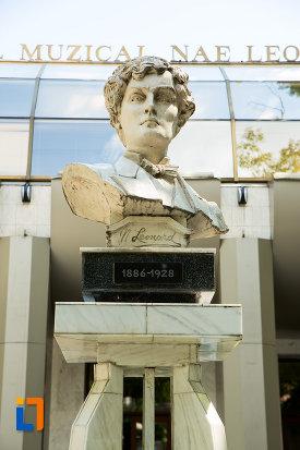 imagine-apropiata-cu-bustul-lui-nae-leonard-din-galati-judetul-galati.jpg