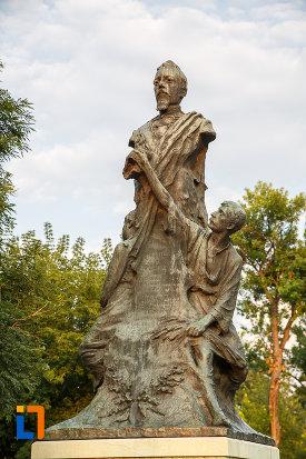 imagine-apropiata-cu-statuia-lui-alexandru-ioan-cuza-din-alexandria-judetul-teleorman.jpg