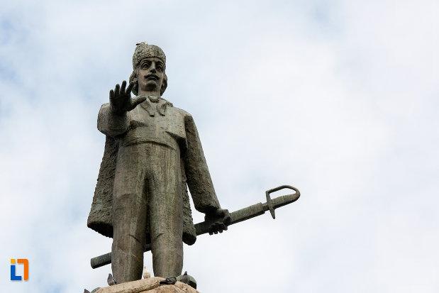 imagine-apropiata-cu-statuia-lui-avram-iancu-din-cluj-napoca-judetul-cluj.jpg
