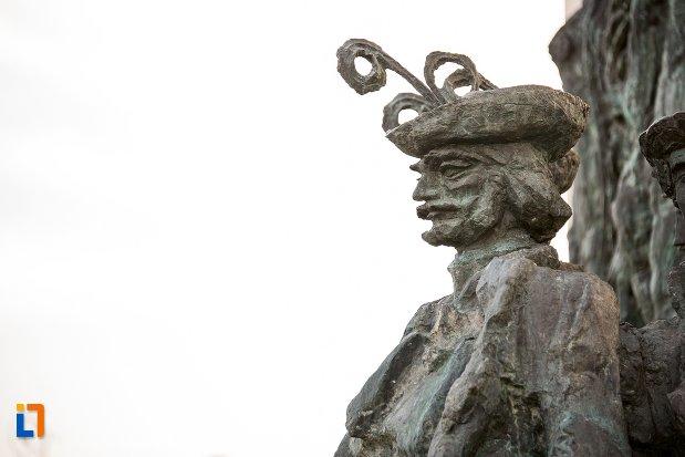 imagine-apropiata-cu-statuie-de-la-arcul-de-triumf-din-arad-judetul-arad.jpg