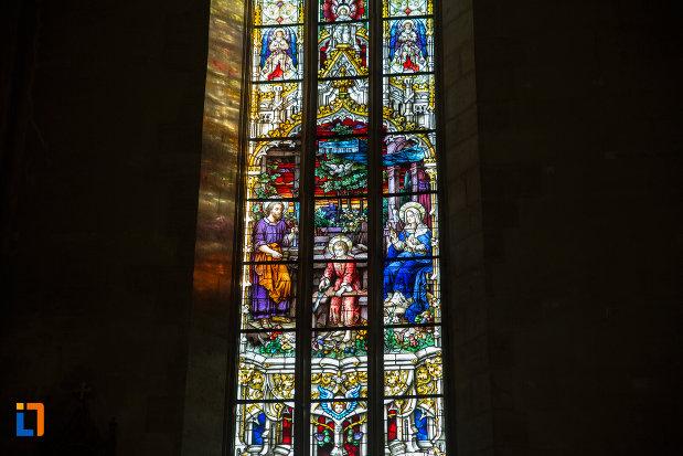 imagine-apropiata-cu-vitraliu-din-biserica-sfantul-mihail-din-cluj-napoca-judetul-cluj.jpg