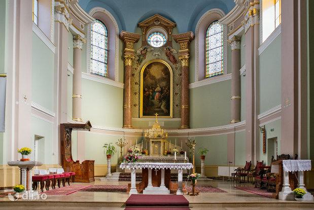 imagine-cu-altar-biserica-romano-catolica-coborarea-sfantului-duh-din-oradea-judetul-bihor.jpg