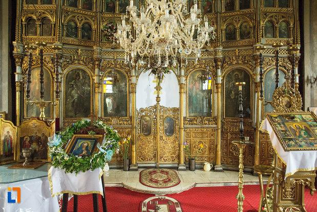 imagine-cu-altarul-din-biserica-grecescu-din-drobeta-turnu-severin-judetul-mehedinti.jpg