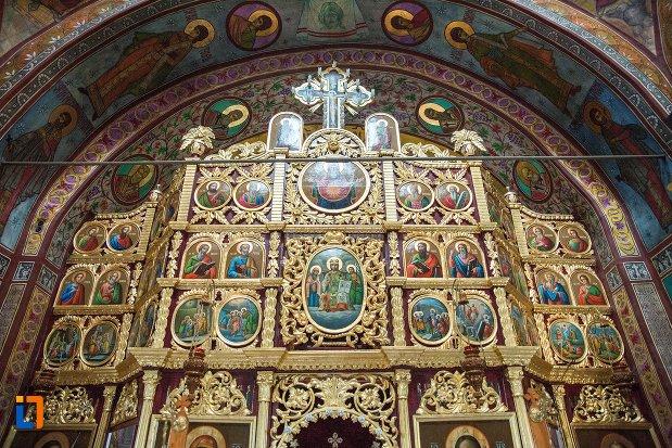 imagine-cu-altarul-din-biserica-sf-nicolae-din-buzau-judetul-buzau.jpg