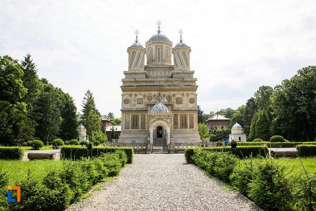 imagine-cu-ansamblul-manastirea-argesului-din-curtea-de-arges-judetul-arges.jpg