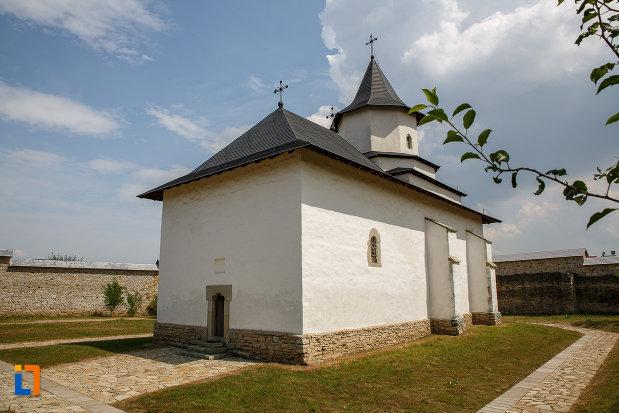 imagine-cu-ansamblul-manastirea-zamca-biserica-sfantul-auxentie-1551-din-suceava-judetul-suceava.jpg