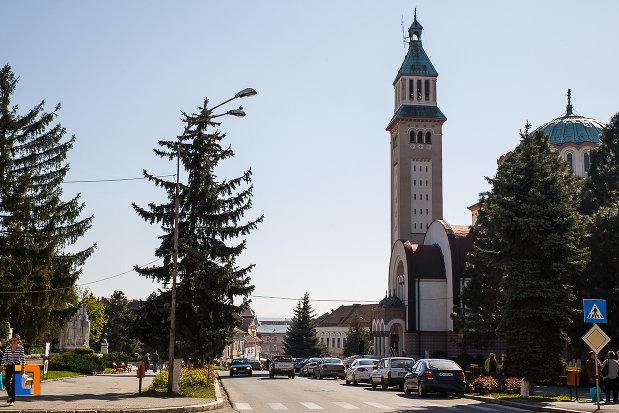 imagine-cu-ansamblul-urban-piata-victoriei-din-orastie-judetul-hunedoara.jpg