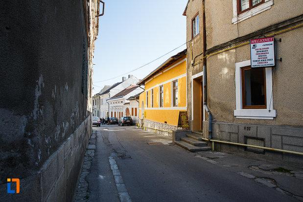 imagine-cu-ansamblul-urban-str-mihai-eminescu-din-orastie-judetul-hunedoara.jpg