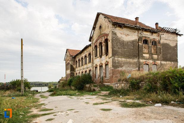 imagine-cu-ansamblul-vasile-cotovu-fosta-scoala-din-harsova-judetul-constanta.jpg