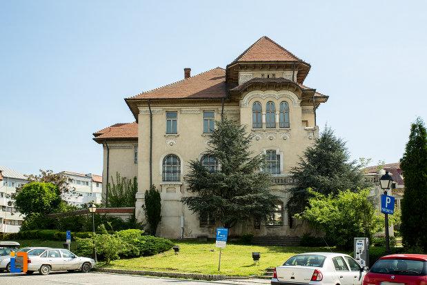 imagine-cu-banca-nationala-a-romaniei-din-slatina-judetul-olt.jpg