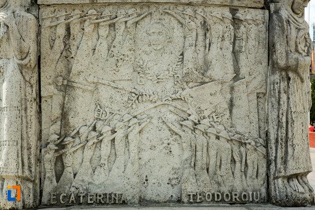 imagine-cu-basorelief-de-la-mausoleul-eroinei-ecaterina-teodoroiu-din-targu-jiu.jpg