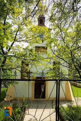 imagine-cu-biserica-adormirea-maicii-domnului-din-orsova-judetul-mehedinti.jpg