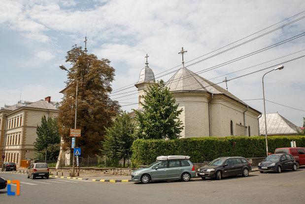 imagine-cu-biserica-armeneasca-sf-cruce-1521-din-suceava-judetul-suceava.jpg