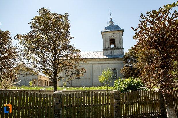 imagine-cu-biserica-cuvioasa-paraschiva-din-stefanesti-judetul-botosani.jpg