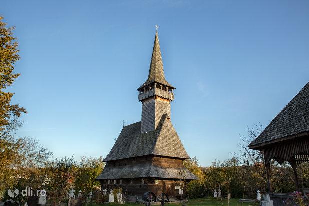 imagine-cu-biserica-de-lemn-din-sat-sugatag-judetul-maramures.jpg
