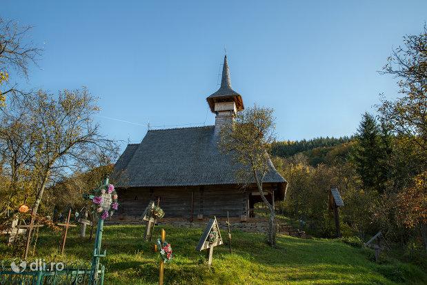 imagine-cu-biserica-de-lemn-din-valea-stejarului-judetul-maramures.jpg