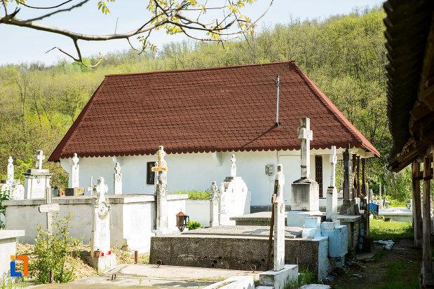 imagine-cu-biserica-de-lemn-sf-nicolae-stefanesti-din-targu-carbunesti-judetul-gorj.jpg