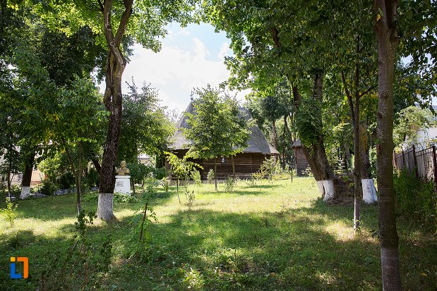 imagine-cu-biserica-de-lemn-vargolici-din-dorohoi-judetul-botosani.jpg