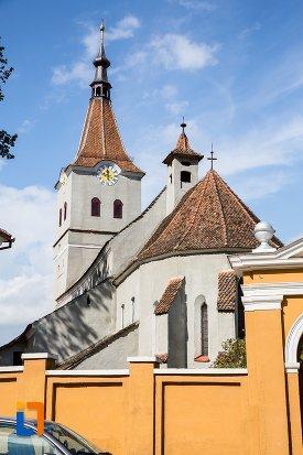 imagine-cu-biserica-evanghelica-sf-matia-din-rasnov-judetul-brasov.jpg