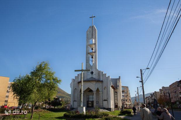 imagine-cu-biserica-greco-catolica-din-baia-sprie-judetul-maramures.jpg