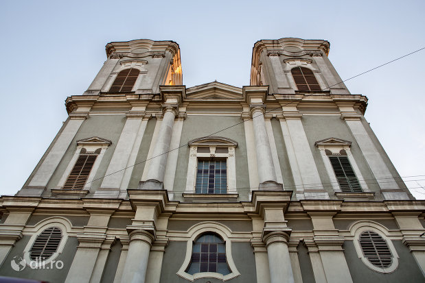 imagine-cu-biserica-maica-indurerata-a-manastirii-premonstratense-din-oradea-judetul-bihor.jpg