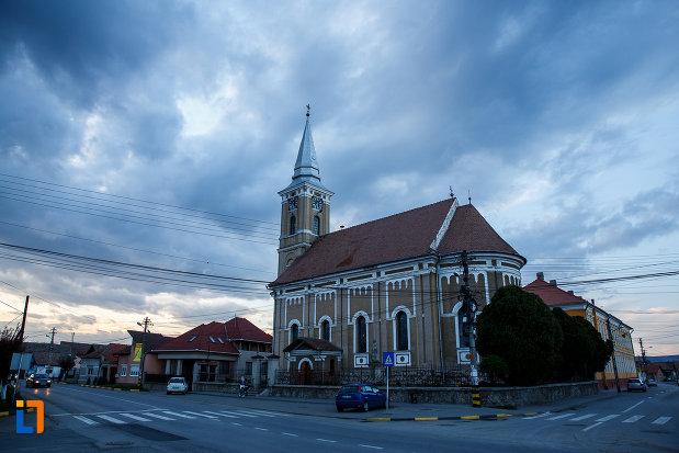 imagine-cu-biserica-mare-ortodoxa-din-sebes-judetul-alba-intr-o-zi-innorata.jpg