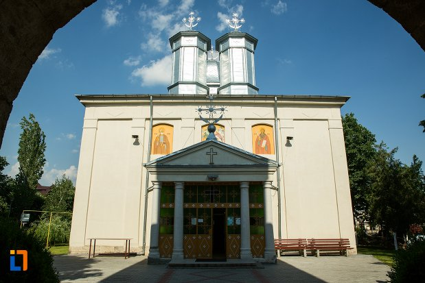 imagine-cu-biserica-nasterea-maicii-domnului-din-buzau-judetul-buzau.jpg
