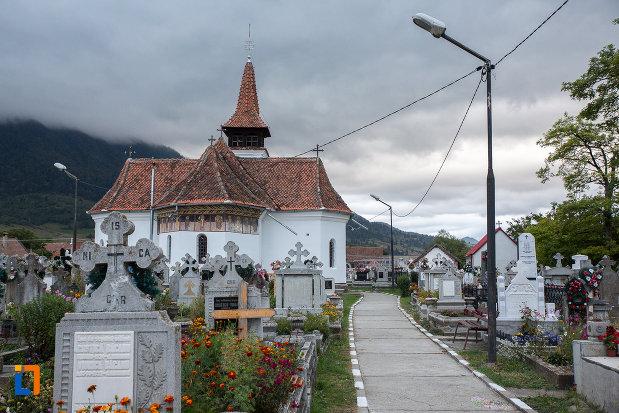 imagine-cu-biserica-nasterea-maicii-domnului-din-zarnesti-judetul-brasov.jpg