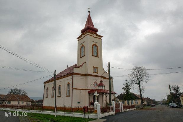 imagine-cu-biserica-ortodoxa-adormirea-maicii-domnului-din-campia-judetul-salaj.jpg