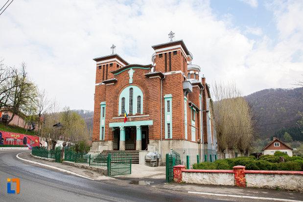 imagine-cu-biserica-ortodoxa-din-anina-judetul-caras-severin.jpg